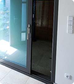 Posuvné plastové dveře
